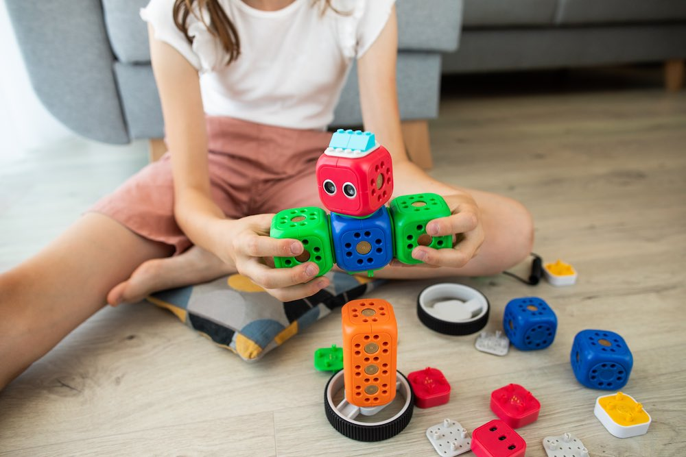 The Role of Interactive Toys in Montessori Learning